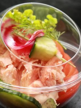 Tulipe saumon avocat salade de crabe
