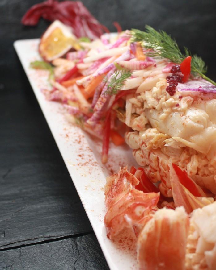 Assiette de demi langouste des iles , crabe panier fraicheur passion