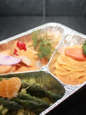 Tournedos de lotte aux agrumes, riz safrané salsa carottes glacées, huitre pochée