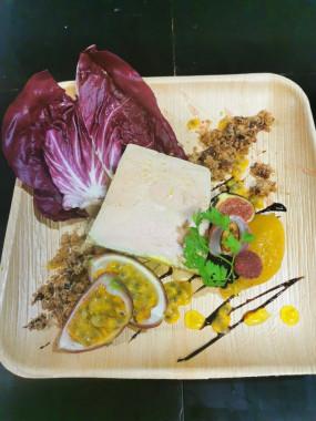 Assiette Foie gras IGP extra, confit de mangue-passion, marrons et cranberrys